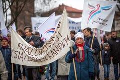 Oidentifierade deltagare som firar nationell självständighetsdagen en republik av Polen Fotografering för Bildbyråer