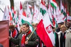 Oidentifierade deltagare som firar nationell självständighetsdagen en republik av Polen Royaltyfri Fotografi