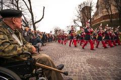 Oidentifierade deltagare som firar nationell självständighetsdagen en republik av Polen Royaltyfria Foton