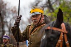 Oidentifierade deltagare som firar nationell självständighetsdagen en republik av Polen, Arkivfoto
