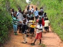 Oidentifierade ghananska elever på November 14, 2011 i Asiafo Amanfro, Ghana Arkivbilder