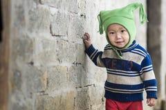 Oidentifierade Hmong barn i Sapa, Vietnam Fotografering för Bildbyråer