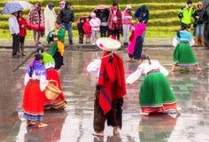 Oidentifierade infödda fira Inti Raymi, Inca Festival av solen i Ingapirca, Ecuador royaltyfri fotografi