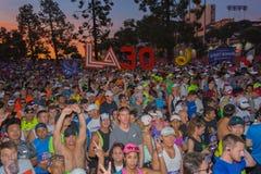 Oidentifierade löpare i början av den 30th LAmaraton Editio Royaltyfria Bilder
