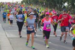 Oidentifierade löpare som deltar i den 30th LAmaraton Editi Fotografering för Bildbyråer