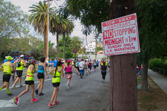 Oidentifierade löpare som deltar i den 30th LAmaraton Editi Royaltyfria Bilder