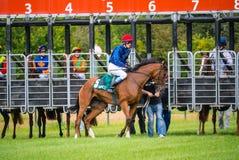 Oidentifierade ryttare, lopp på racerbanan Royaltyfri Fotografi