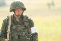 Oidentifierade soldater under övningar för kommandostolpe med luftburen uppdelning för 98 thvakter Arkivfoton