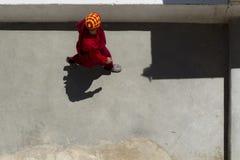 Oidentifierade tibetana buddistiska munkar på den Hemis kloster i Leh, Ladakh, Jammu and Kashmir stat, Indien arkivfoto