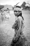 Oidentifierat barn för Ashà ¡ ninka med hennes traditionella klänning Arkivfoton