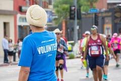 Oidentifierat volontärdeltagande i den 30th LAmaraton Edi Royaltyfria Bilder