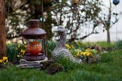Oie en céramique dans le jardin d'agrément Image stock