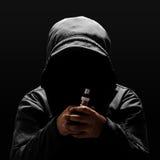 Oigenkännlig person som rymmer den elektroniska cigaretten Royaltyfri Fotografi