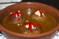 Oignon bourré du thon image stock