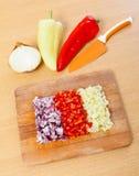 Oignon, poivre et couteau image stock