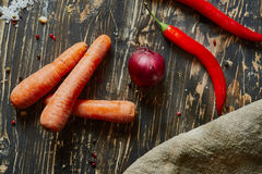 Oignon rouge, carotte, piment Photographie stock libre de droits