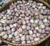 Oignon sur le marché d'herbe Photo libre de droits
