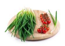 Oignons et tomates-cerises Photographie stock libre de droits