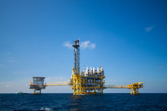 Oil and gas platform in the gulf or the sea, Offshore oil and rig construction Platform Royalty Free Stock Photos