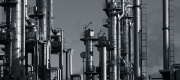 Oil and gas refinery in evening Royalty Free Stock Photos