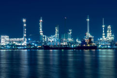 Oil and gas refinery at twilight - Petrochemical factory Royalty Free Stock Images