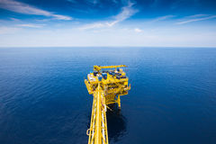 Oil and gas remote wellhead platform produced gas and crud oil Stock Photography