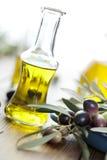 oil olivgrön arkivbilder
