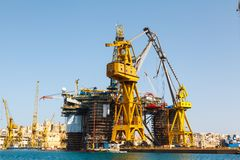 Oil platform, repair in the harbor Royalty Free Stock Photos