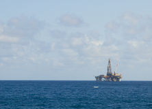 Oil platform in the sea Royalty Free Stock Photo