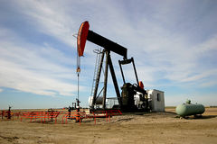 Free Oil Pump Jack Royalty Free Stock Photo - 227045