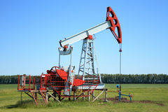 Free Oil Pump Jack Royalty Free Stock Image - 2644406
