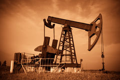 Free Oil Pump Jack Royalty Free Stock Images - 4389829