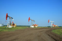 Free Oil Pump Jack In A Field Stock Images - 5889494