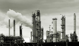 Free Oil Refinery Royalty Free Stock Photography - 738827