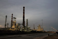 Oil refinery at dawn Royalty Free Stock Images