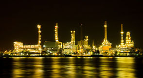 Oil refinery factory at night Royalty Free Stock Photo