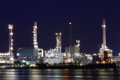 Oil refinery industrial plant at night Stock Image