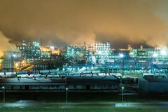 Oil refinery with pipes and distillation complexes at night.  Royalty Free Stock Image