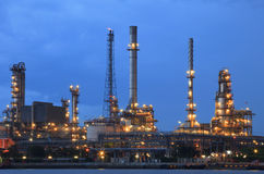 Oil refinery plant in heavy industry estate against beautiful du Stock Image