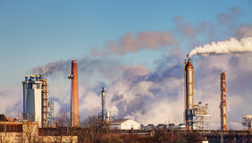 Oil refinery with vapor - petrochemical industry.  Royalty Free Stock Photos