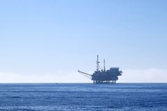 Oil rig. An offshore oil drilling platform near Ventura California Royalty Free Stock Photos