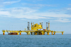 Oil rig platform in the calm sea.  Royalty Free Stock Photos