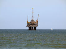Oil Rig and Sail Boat Royalty Free Stock Photography