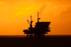 Oil rig silhouette Royalty Free Stock Photos