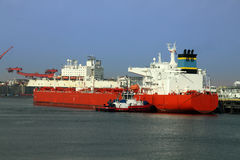 Oil tanker being moored Stock Image