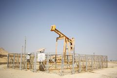 Oil well in Bahrain. Typical oil well in the oil fields of southern Bahrain Stock Photography