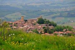 Oingt - sikt av byn i Frankrike Arkivfoton