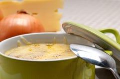 Oinion汤用在上面的熔化干酪和面包 库存照片