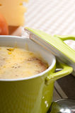 Oinion汤用在上面的熔化干酪和面包 图库摄影