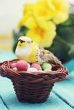 Oiseau dans le nid, décoration de Pâques Image libre de droits